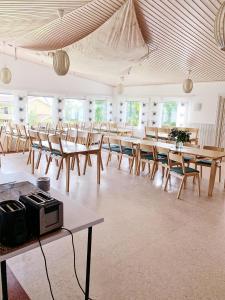 A restaurant or other place to eat at Övernäsgården Gästhem