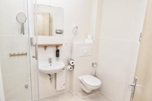 A bathroom at Singer109 Hotel & Apartment