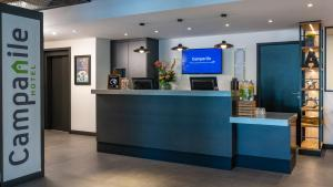 The lobby or reception area at Campanile Hotel & Restaurant Amsterdam Zuid-Oost