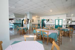 A restaurant or other place to eat at DebbieXenia Hotel Apartments