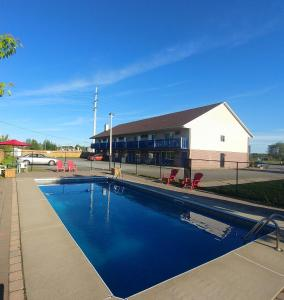 The swimming pool at or near Motel Granby