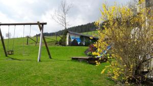 Ein Kinderspielbereich in der Unterkunft Ferienhaus Wasserfall