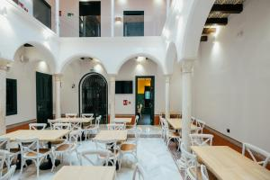 A restaurant or other place to eat at Hotel Cetina Sevilla