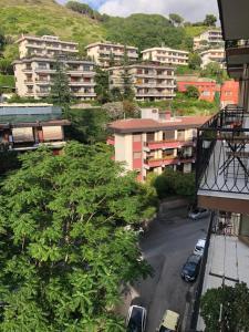 Vista generica su Salerno o vista sulla città dall'interno dell'affittacamere