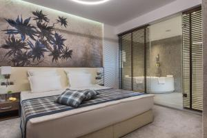 A bed or beds in a room at Rosslyn Dimyat Hotel Varna