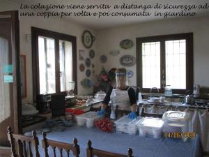 A restaurant or other place to eat at Casa Cerqua Landi