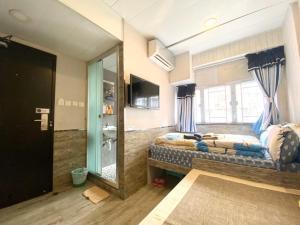 A bed or beds in a room at Hong Kong Hostel (Tsim Sha Tsui Mansion)