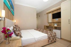 A bed or beds in a room at Akkan Beach Hotel