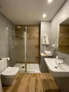 Un baño de Hotel Valjunco