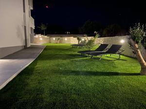 Vonkajšia záhrada v ubytovaní Pool Apartments & Rooms Mare