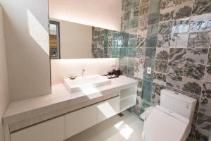 A bathroom at He-Jia Hotel