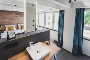 A bathroom at Mariandl am Meer