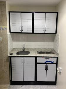 A cozinha ou cozinha compacta de Fnoon Rahaty