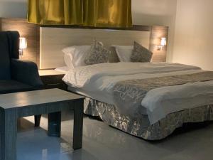 Cama ou camas em um quarto em Fnoon Rahaty
