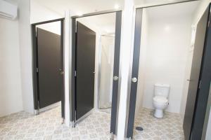 A bathroom at Hostel Albergue O Mesón