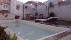 The swimming pool at or near villa alejada de aglomeraciones