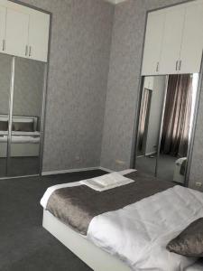 Cama ou camas em um quarto em Vip apartment nizami street number 1