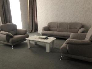 Uma área de estar em Vip apartment nizami street number 1