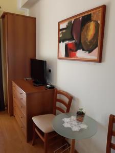 Una televisión o centro de entretenimiento en Guesthouse Villa Marija