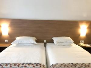 A bed or beds in a room at Hotel Flamingo