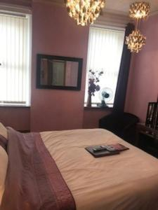 A bed or beds in a room at Sutton Park Guest House