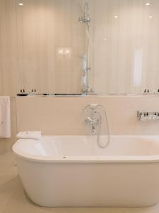 A bathroom at Le Vallon de Valrugues & Spa