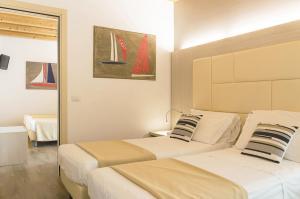 Кровать или кровати в номере Hotel Alexander