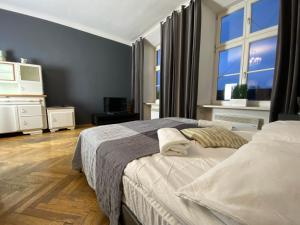 Łóżko lub łóżka w pokoju w obiekcie P&J Apartamenty Grodzka