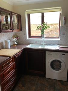 A kitchen or kitchenette at Quayside Close Holiday Apartments