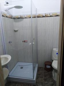 A bathroom at Hotel Kantarrana Urbana Jardin