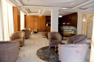O saguão ou recepção de Crown City Hotel - فندق كراون سيتي