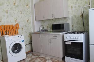 A kitchen or kitchenette at Уютный Тихвин Апартаменты 3 Микрорайон 11