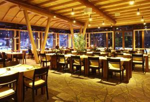 Termag Hotel Jahorina tesisinde bir restoran veya yemek mekanı