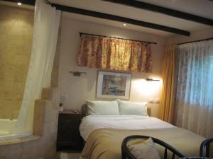 מיטה או מיטות בחדר ב-קליין מארח בגליל הגושרים