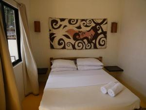 A bed or beds in a room at Lazy Dog Bed & Breakfast