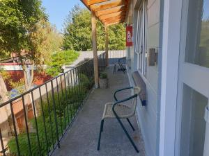 A balcony or terrace at Cranford Cottages and Motel