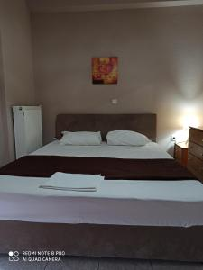 A bed or beds in a room at Hotel-Apartments La Strada