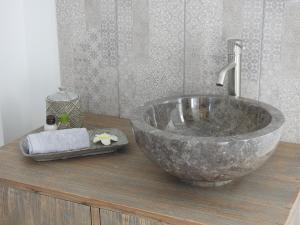 Salle de bains dans l'établissement Villa Madura
