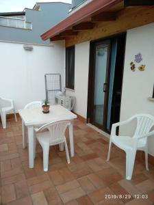 A balcony or terrace at La casetta