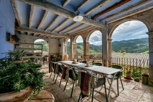 A restaurant or other place to eat at Cal Compte Priorat