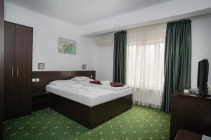 A bed or beds in a room at Hotel Pami