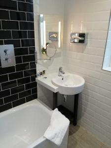 A bathroom at Mercure Doncaster Centre Danum Hotel
