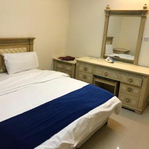 Cama ou camas em um quarto em Qimat Alrehab