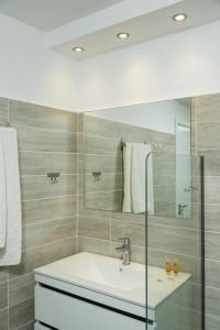 Salle de bains dans l'établissement Lefka Hotel & Apartments