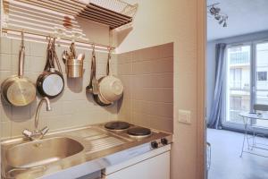 A kitchen or kitchenette at Le nid de la Timone