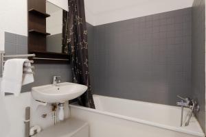 A bathroom at Le nid de la Timone