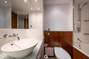 A bathroom at Holiday Inn London Camden Lock, an IHG Hotel