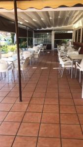 Un restaurante o sitio para comer en Hostal Jaufil
