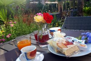 Breakfast options available to guests at Hotel Ares
