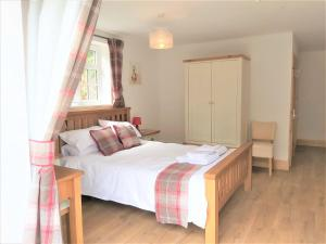 A bed or beds in a room at Penbont House